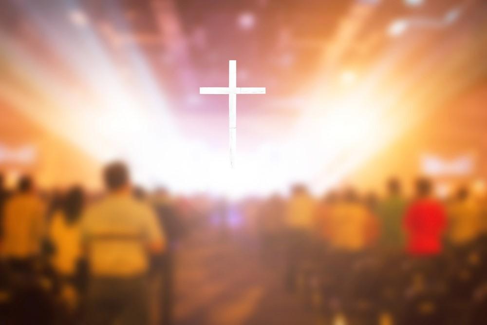 Projektoren in der Kirche am Altar